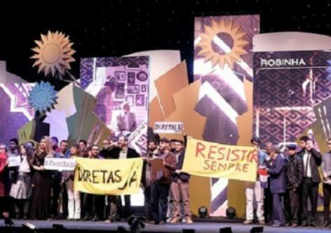 O público também participou do protesto contra o governo ao vaiar a aparição do logo do Ministério da Cultura durante o anúncio dos patrocinadores. / Brasil de Fato.