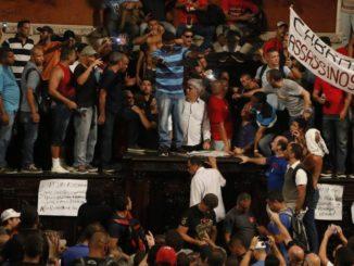 Servidores do Estado invadiram o plenário da Alerj Foto Pablo Jacob / Agencia O Globo